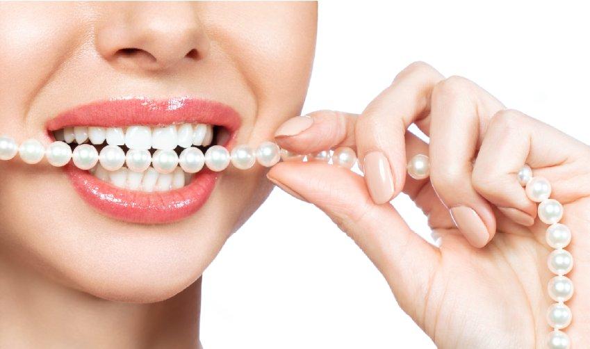Weiße und gerade Zähne durch Veneers Wien